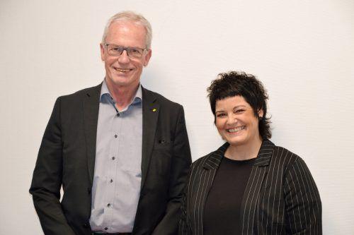 Seit 1. Februar ist Nicole Beck (hier im Bild mit Bürgermeister Gottfried Brändle) als neue Leiterin der Jugendarbeit in der Gemeinde Altach im Amt. ceg