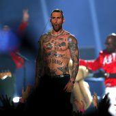 Maroon 5 bieten müde Show beim Super Bowl