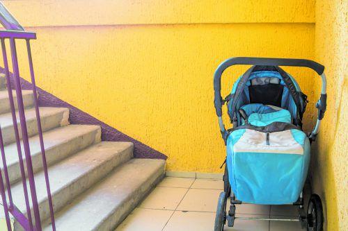 Selbst ein Kinderwagen kann im Notfall den Fluchtweg erschweren.foto: shutterstock