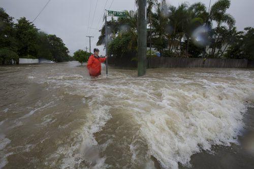 Sintflutartige Regenfälle haben Häuser und Straßen überflutet. Reuters