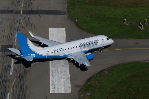 Der Flieger der Fluglinie People's bleibt weiterhin am Boden.