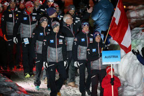 Stefan Kraft durfte bei der offiziellen Eröffnungsfeier der Heim-WM die österreichische Fahne tragen.GEPA