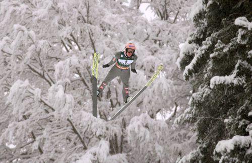 Stefan Kraft flog beim Skiflug-Wochenende auf die Ränge sechs, drei und sieben.apa