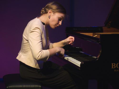 Viel Applaus für Hanna Bachmann, doch nach 50 Minuten und einer Zugabe war die Präsentation beendet. ju