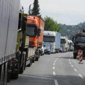 Lkw-Rückstau braucht Lösung