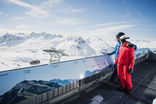 Wohl kaum jemand kennt alle Berge beim Namen. Da kommt eine Infotafel, wie sie am Rüfikopf montiert ist, ganz gelegen.Lech-Zürs-Tourismus