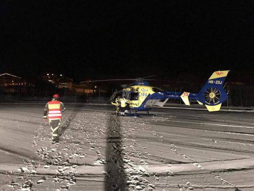 """Zu starker Wind: Der Rettungshubschrauber """"Christoph Liechtenstein"""" musste seinen Einsatz nach zwei Versuchen abbrechen. Feuerwehr Brand"""
