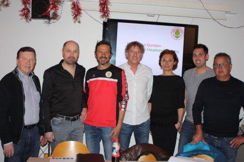 Zusammen für den FC Mohren Dornbirn, v. l.: Ferdinand Korbel, Hanno Gmeiner, Oscar Hartmann, Peter Handle, Dorothea Schertler, Andreas Genser, Werner Brunold.knobel