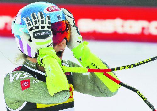 Zwei Hundertstel: Die neue Super-G-Weltmeisterin Mikaela Shiffrin staunt mit Blick auf die Anzeigetafel über den knappen Abstand zu Silbermedaillengewinnerin Sofia Goggia.ap