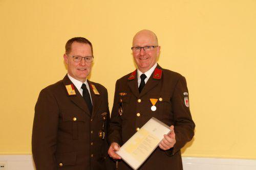 Abschnittsfeuerwehrkommandant Markus Schupp und Jubilar Markus Jäger.