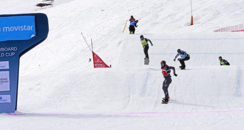 Alessandro Hämmerle (in Rot) war in Spanien für seine Gegner uneinholbar und kontrollierte die Rennen von Anfang an.FIS