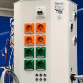 Orange Steckdosen als Sicherheitsnetz