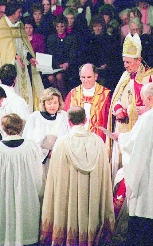Angela Berners-Wilson wurde als erste Frau ordiniert.Reuters