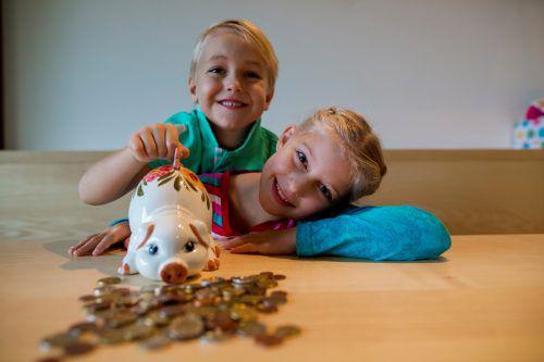 Anna und Hugo aus Lochau wissen, wie man spart. Um Ausgaben für Kinder beim Steuerausgleich bestmöglich auszuweisen, empfiehlt sich eine Beratung. vN/Paulitsch