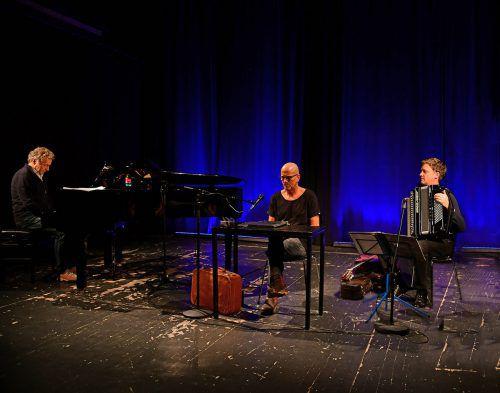 """Arnold Meusburger, Rainer Juriatti und Philipp Lingg geben unter dem Titel """"Die Abwesenheit des Glücks"""" wieder Textkonzerte – teils als Trio, teils als Duo.VERANSTALTER/JURIATTI"""