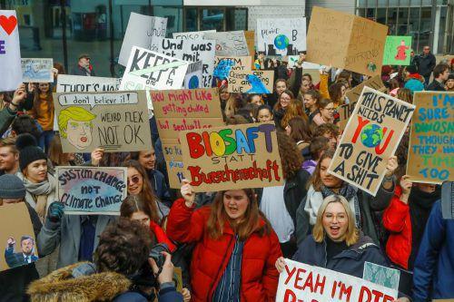 Auch Vorarlberger Schüler zeigen sich solidarisch mit der schwedischen Klimaaktivistin Greta und fordern den System-Change.