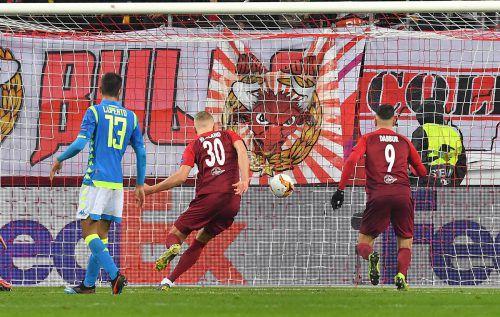 Beherzte 90 Minuten, drei Tore und am Ende mussten die Salzburger doch getröstet werden. Es reichte nicht für das Weiterkommen gegen Napoli.gepa/3