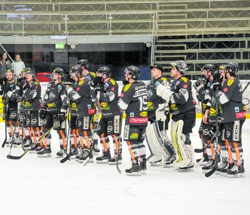 Bitterer Abschied von den Fans. Das Dornbirner Team schlitterte gegen Znojmo in ein 1:8-Heimdebakel, das Play-off wird ohne die Bulldogs stattfinden.lerch