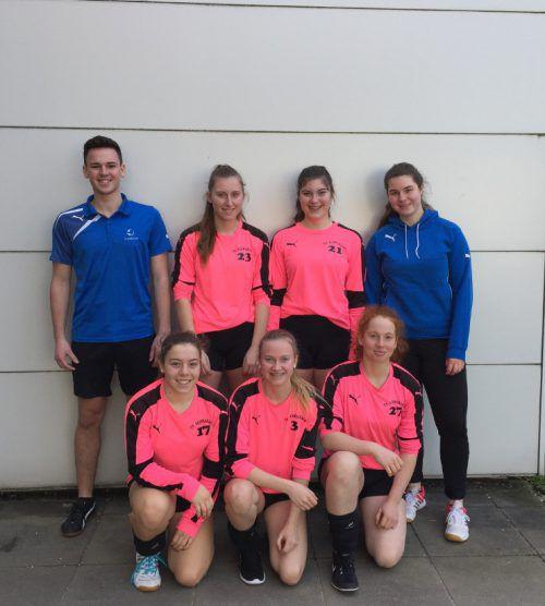 Chiara Hopfner, Laura Vögel, Julia Geiger, Annika Plattner, Lea Erath mit Daniel Herburger und Magdalena Unterer.Verein