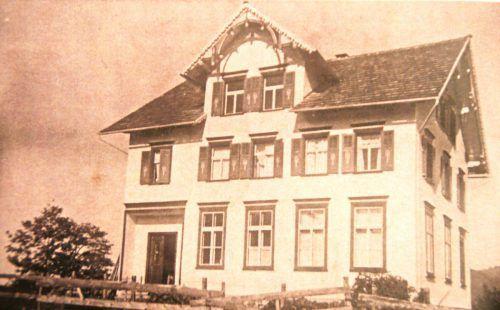 Das Bucher Schulhaus im Jahre 1935.