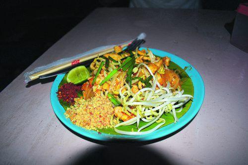 Das köstliche Gericht Pad Thai gibt es in vielen verschiedenen Varianten.