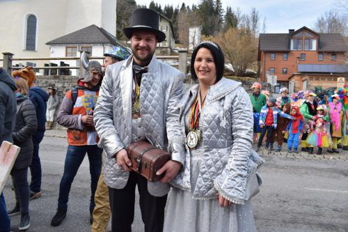 Das Prinzenpaar Manuel und Nicole freute sich über den tollen Umzug.