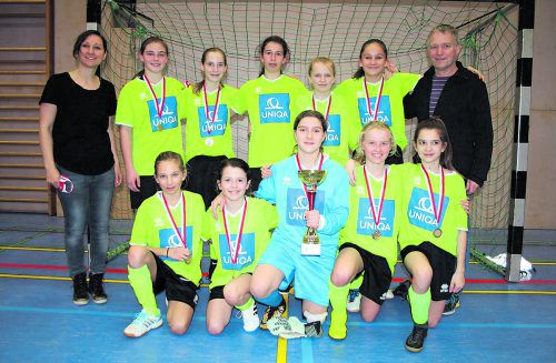 Das Team der Sportmittelschule Satteins holte sich den ersten Hallensieg.VN/WAM