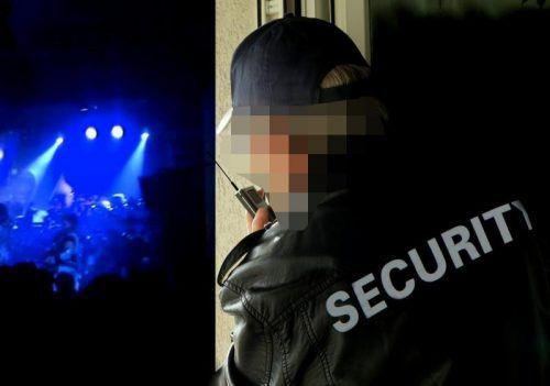 Dem Türsteher der Security war ein aggressiver Besucher aufgefallen, da kam es zur schmerzlichen Eskalation.