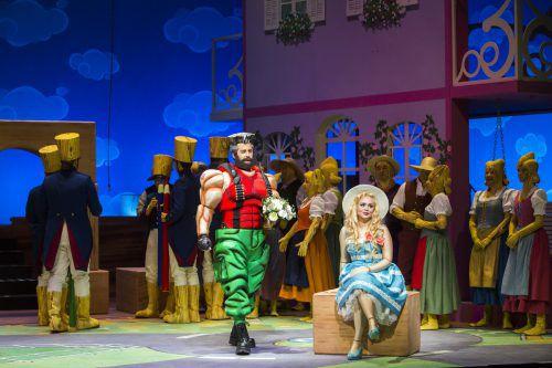 """Den """"Liebestrank"""" als Puppenspiel in einem Kinderzimmer zu inszenieren, diese Idee des Regisseurs Ulrich Wiggers funktioniert erstaunlich gut. theater/freese"""