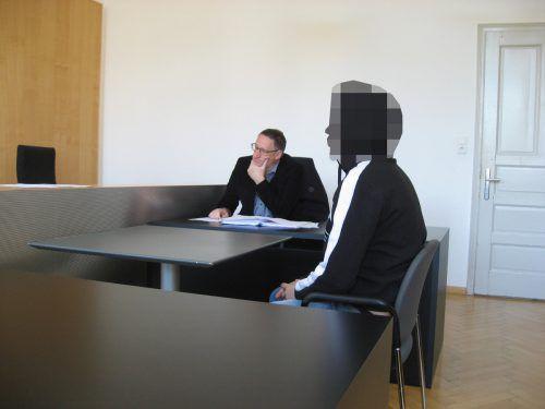"""Der Angeklagte beim Prozess am Landesgericht Feldkirch: """"Ich war selbstmordgefährdet und setzte mich auf die Gleise."""" Eckert"""