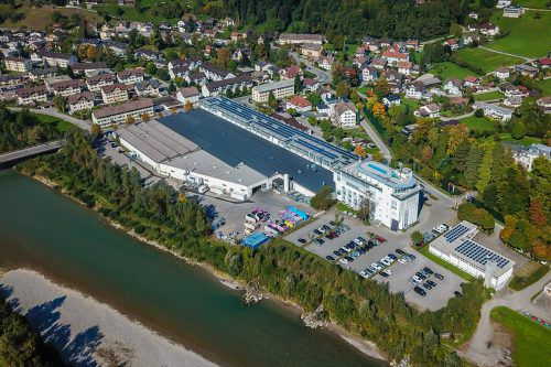 Der französische Automobilindustrie-Zulieferer Faurecia baut sein Vorarlberger Werk weiter aus und siedelt Forschung und Entwicklung an.VN/Steurer