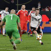 DFB-Elf mit Respekt nach Holland