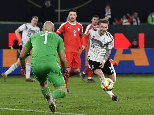 DFB-Teamspieler Marco Reus fährt mit Respekt zum Duell nach Holland.ap
