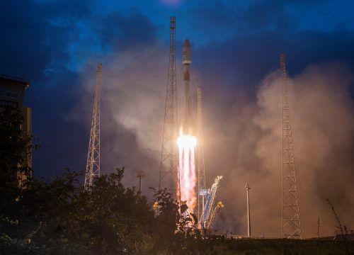 Die ersten sechs OneWeb-Satelliten für weltweites Internet sind an Bord einer Sojus-Rakete ins All gestartet. Reuters