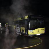Brand zerstört Linienbus in Lustenau