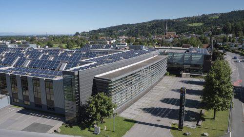 Die Fläche der Solarmodule der Offsetdruckerei Schwarzach beträgt nach der zweiten Ausbaustufe 3300 Quadratmeter.