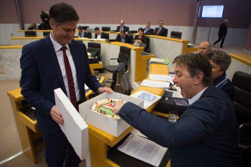 Die FPÖ freute sich über einen Weihnachtskuchen der Neos.VN/Hartinger