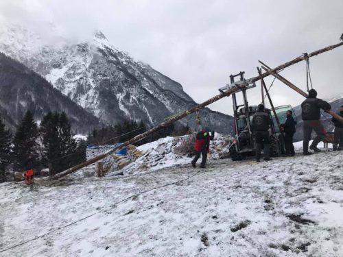 Die Funkenzunft Jetzmunt musste am Montag nochmals von vorne anfangen. Auch der Nofler Zunftmeister Michael Maier (unten) hofft auf Wetterbesserung.