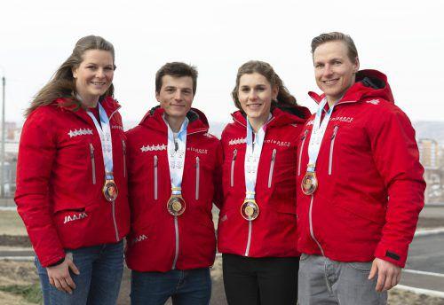 Die Goldmedaillen-Gewinner im Teambewerb mit Julian Kienreich (2. v.l.).unisport