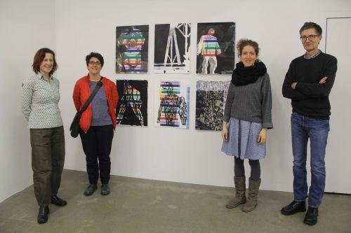 Die Künstler Judith Villinger, Letizia Werth, Anna-Sabina Zürrer und Othmar Eder (v.l.) stellen im Kunstforum Montafon aus. STR