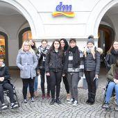 Lehrlinge prüfen Feldkirch auf Barrierefreiheit