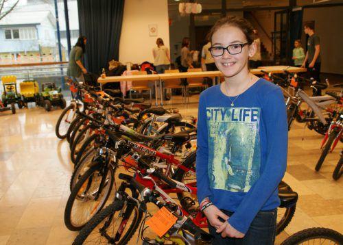 Die neunjährige Franziska war beim Radbasar des Elternvereins Altach auf der Suche nach einem passenden Drahtesel. egle