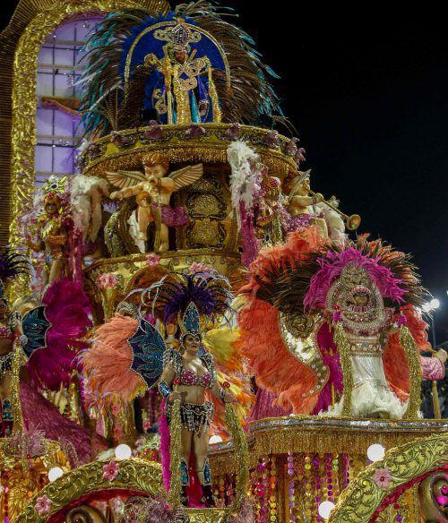 Die Paraden der Sambaschulen krönen den Karneval in Rio de Janeiro.