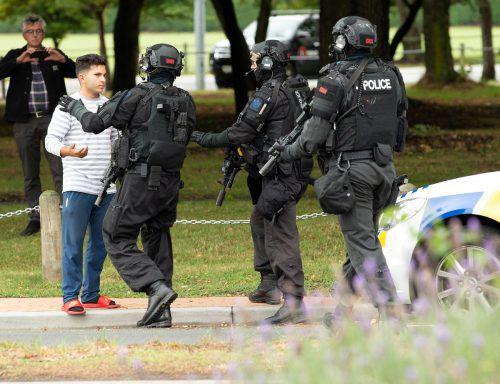 Die Polizei riegelte das Zentrum von Christchurch zwischenzeitlich ab. Sie appellierte an die Bevölkerung, insbesondere an Muslime, zu Hause zu bleiben. reuters, AP