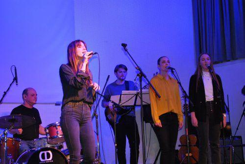 Die Schülerinnen und Schüler von Irina Frainer-Fehn zeigten auf der Bühne, was sie gelernt haben. erh