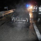 Auto geht auf A 14 in Flammen auf