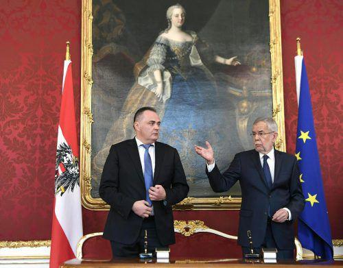 Doskozil (l.) wurde von Van der Bellen zum Landeshauptmann angelobt.APA
