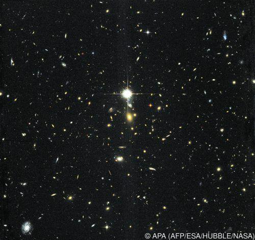 Dunkle Materie soll rund 80 Prozent der Masse im Universum ausmachen. APA/NASA