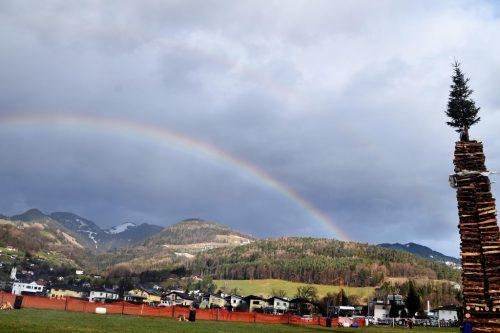 Ein Regenbogen umrahmte den Röthner Funken.
