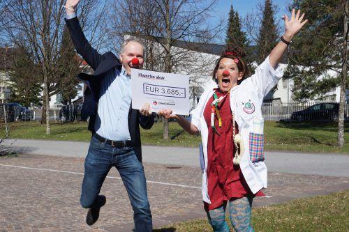 Ein Scheck über 3685 Euro konnte an die CliniClowns Vorarlberg übergeben werden.